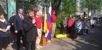 Торжественная линейка в средней школе № 60, посвященная Дню Победы