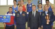 Командующий ВДВ вручил Кубок победителя боксерам РВВДКУ